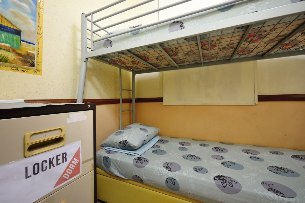 Dormitory 4 Bed, BROWN ROOM