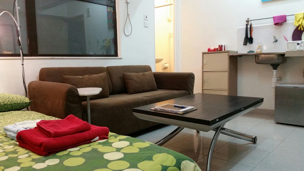 Large central studio in Sheung Wan