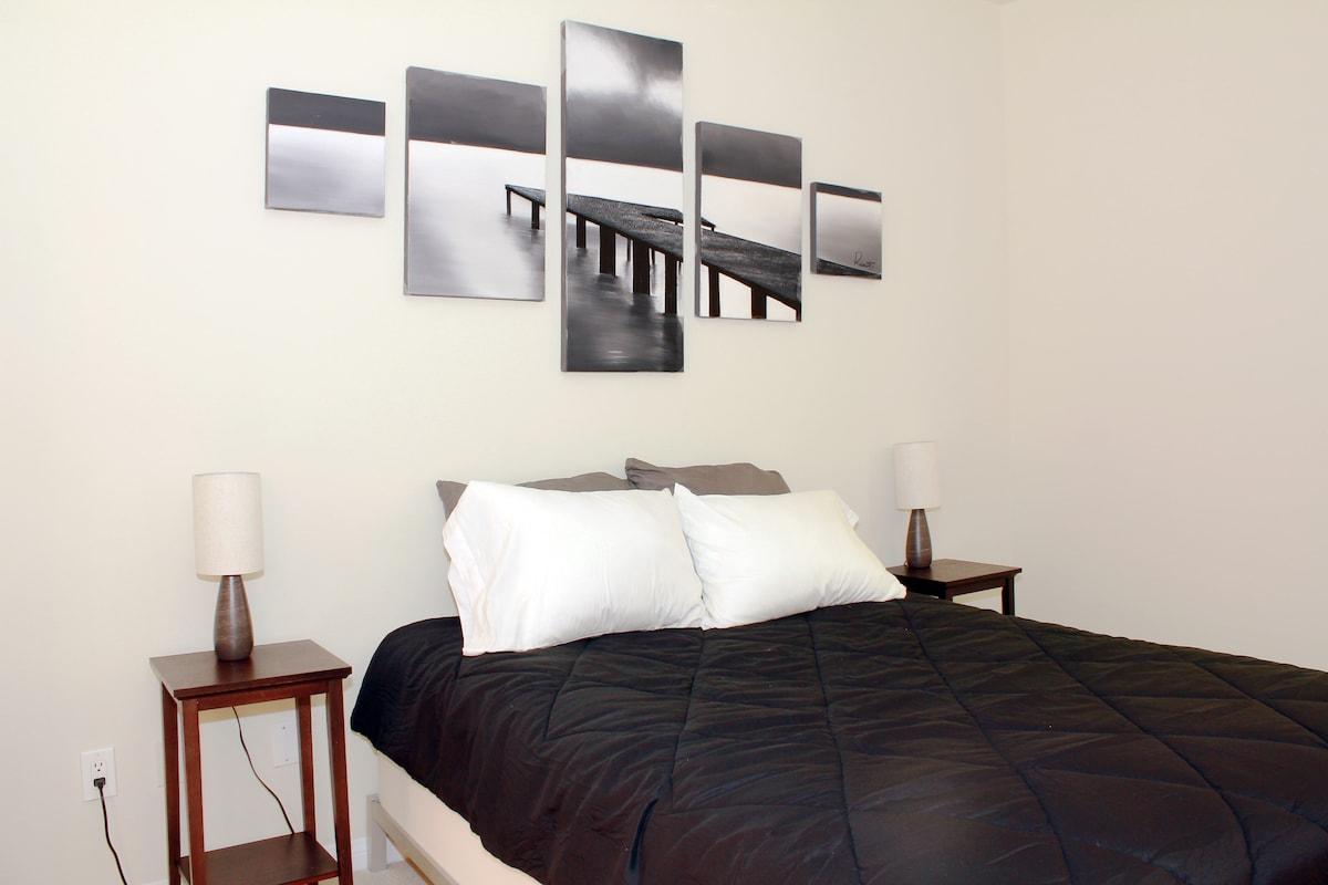 Spacious and quiet queen-sized bedroom.