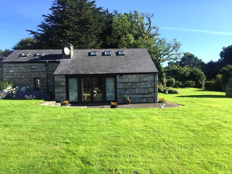 The Studio - A pretty cottage nr Blessington lakes - Blessington - Houten huisje
