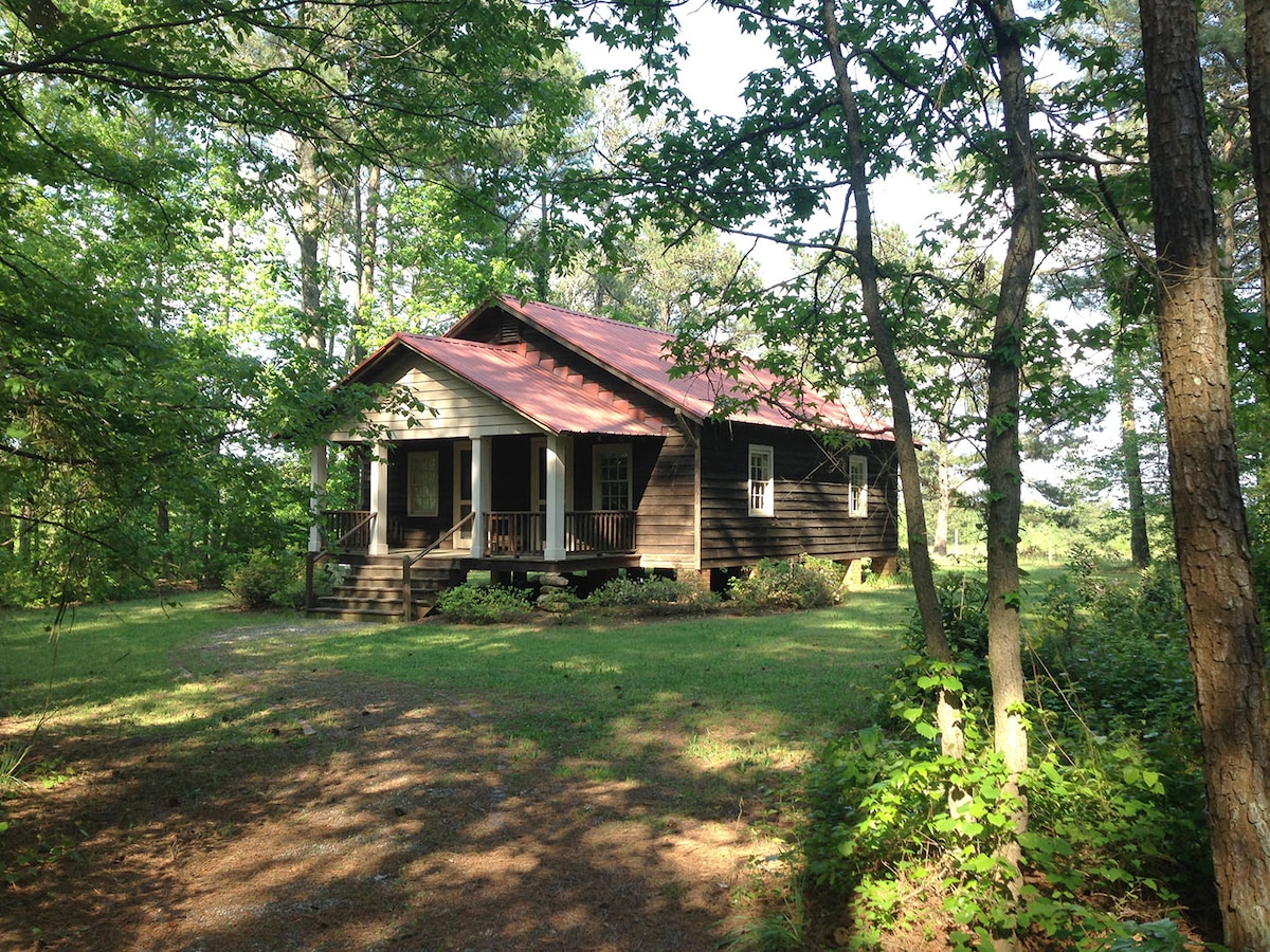 Charming Railroad Cottage in Woods