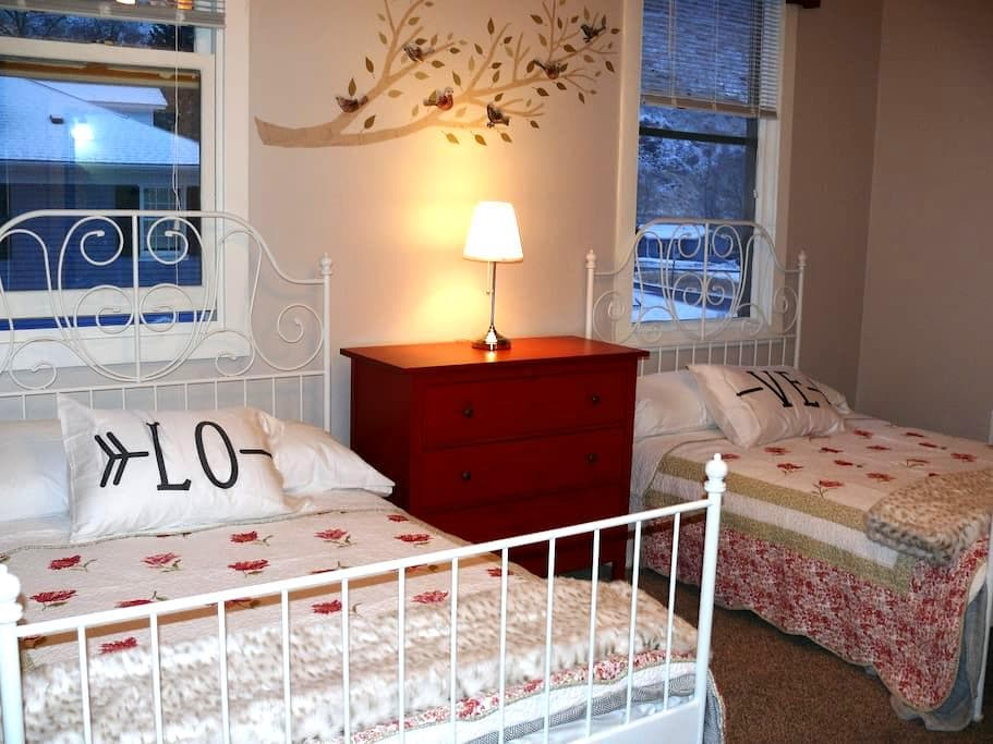 Hotel-Style Downtown Apartment -- Pendleton Suite - Georgetown - Daire