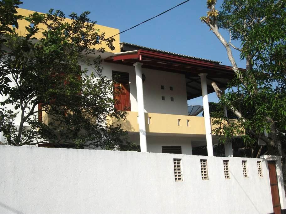 Lalith Villa 101 - Hikkaduwa - Ev