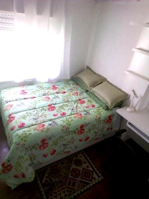 Quarto Aconchegante e Confortável. - ปอร์โต อาเลเกร - บ้าน
