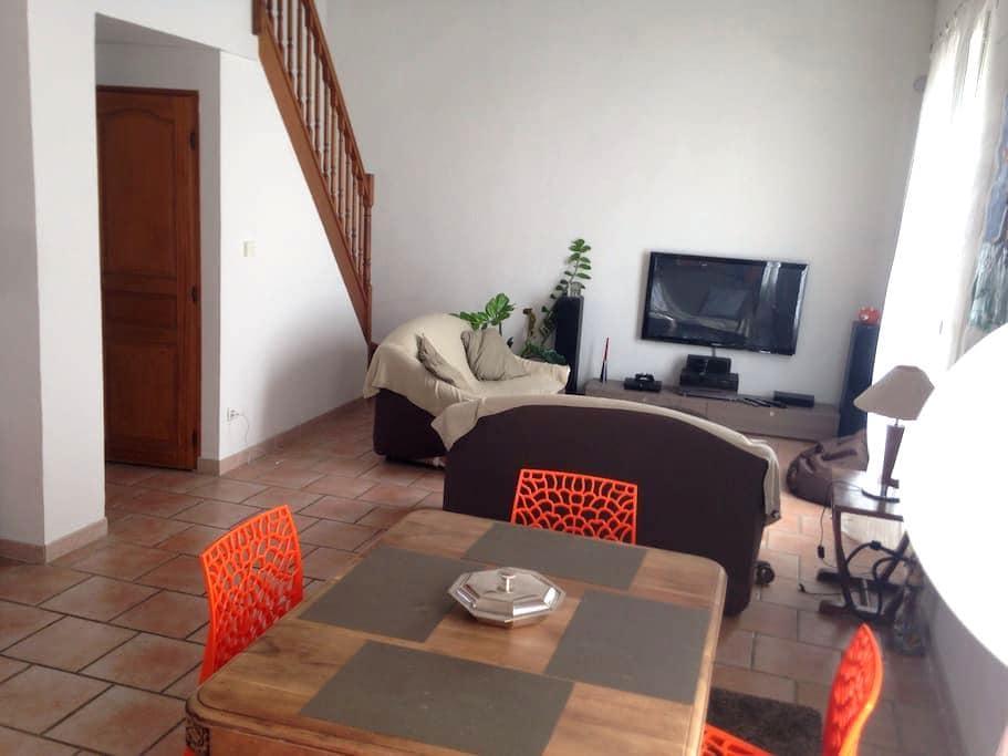 Superbe maison village intra-muros - Aigues-Mortes - Casa