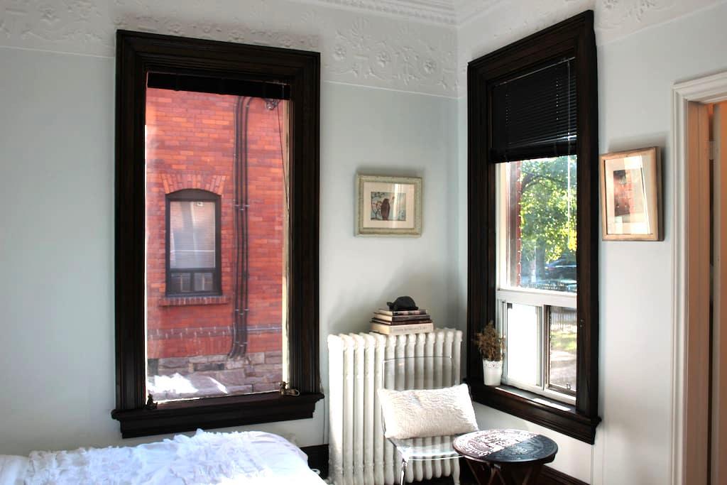 Downtown Stylish Bachelor Apartment - Toronto