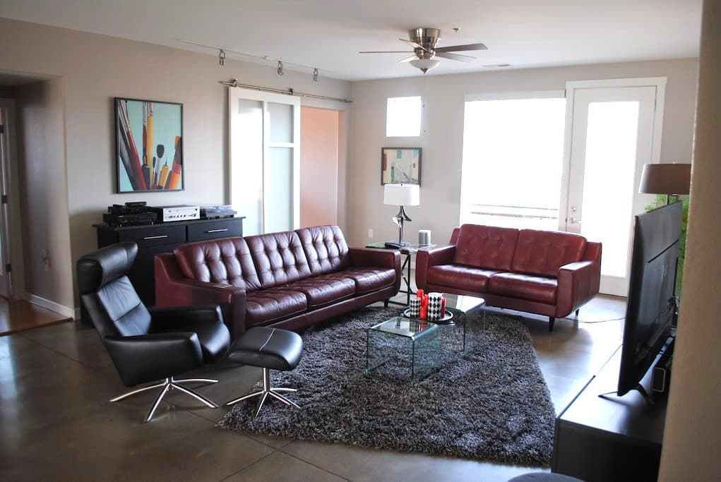 Luxurious Downtown Modern Condo, Guest Room - Columbus - Selveierleilighet