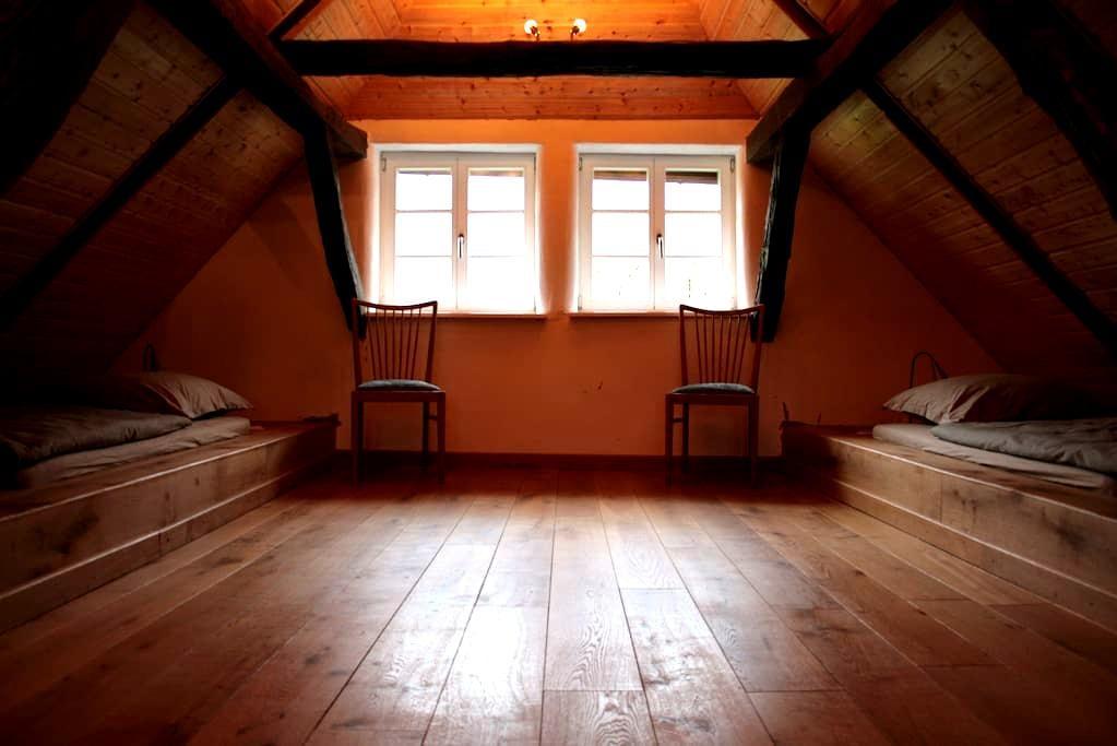 Liebevoll restaurierte Wohnung auf dem Voglerhof - Kirchbrak - Pis