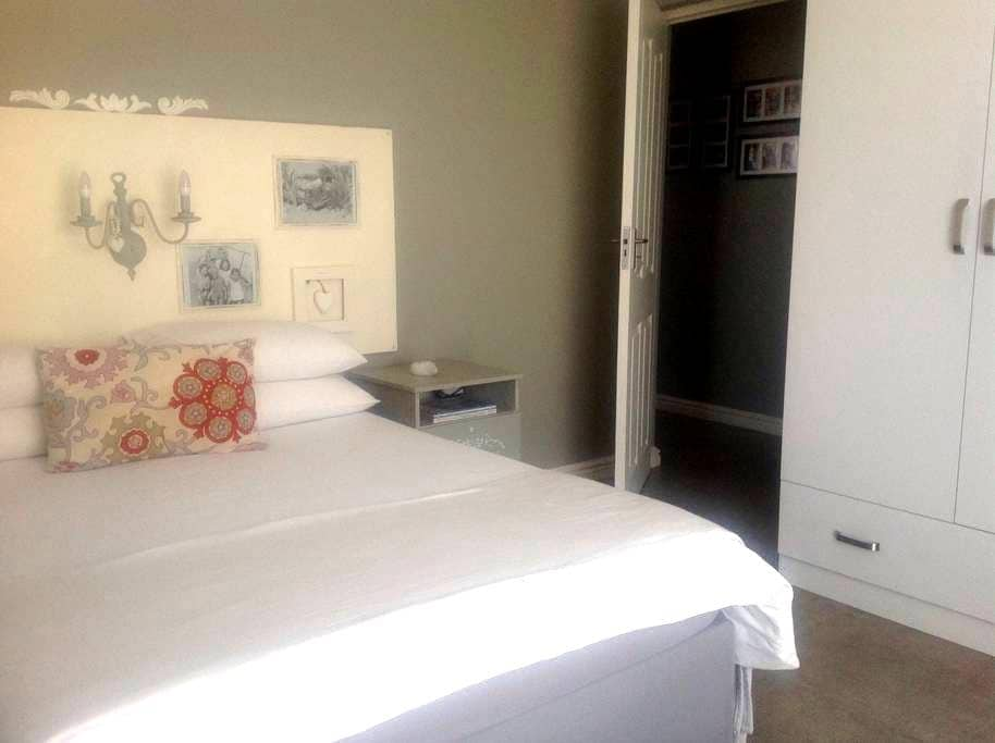 Langebaan Private Ensuite Room - ลังกีบาน - บ้าน