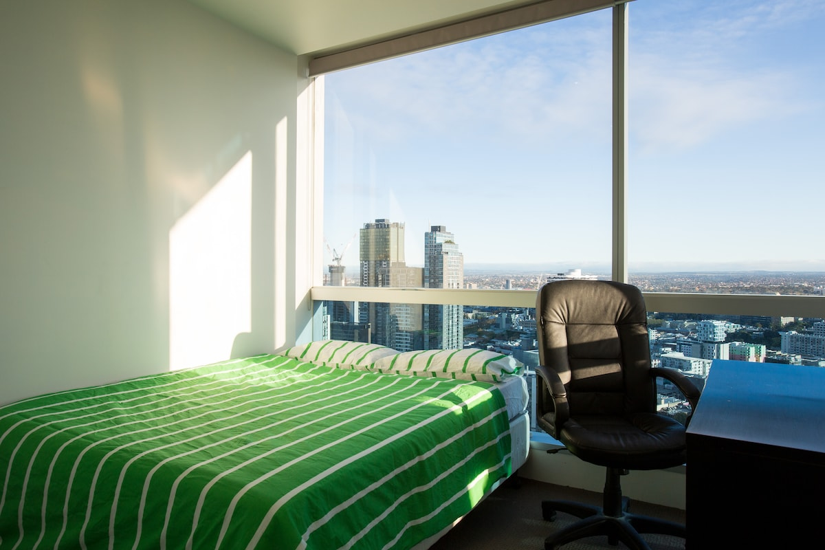 39th Floor Private Rm in CBD w View