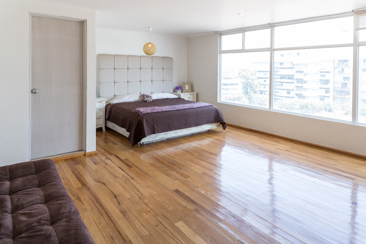 Spacious, bright room in Georgia St