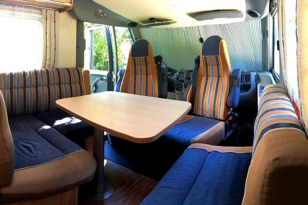 Et pourquoi pas un camping car ;-) - Saint-Genis-Pouilly - Wóz Kempingowy/RV
