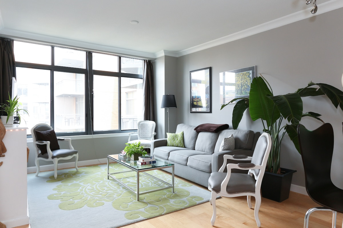 Chic, central, amazing amenities
