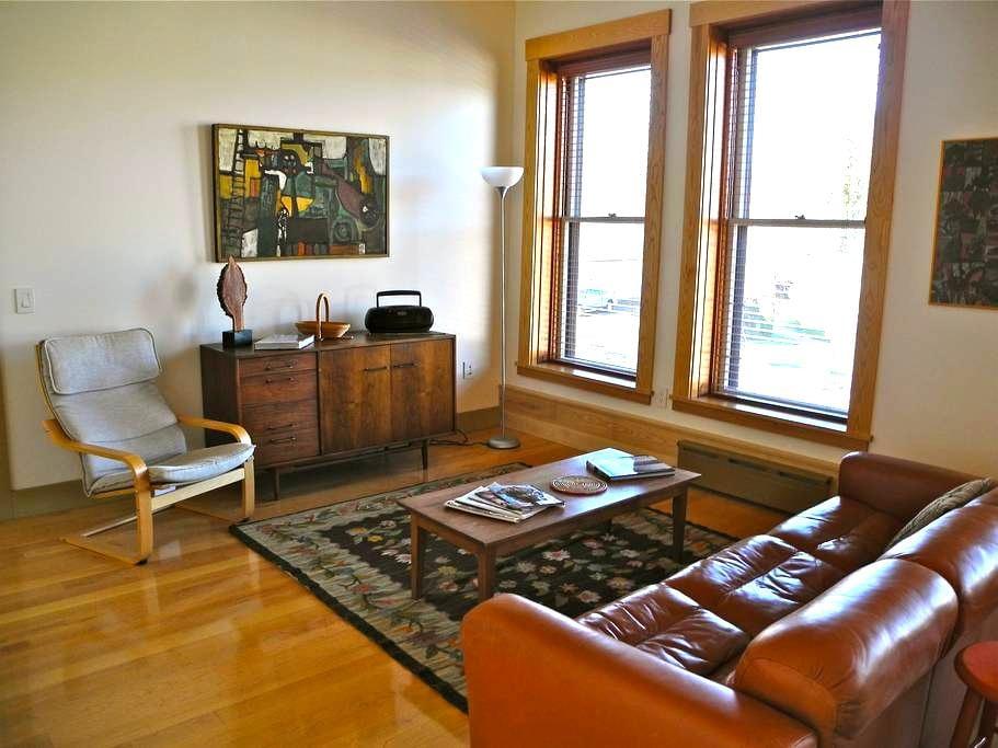 Vacation Rental/Historic Bldg - 2nd Floor - Hardwick - Huoneisto