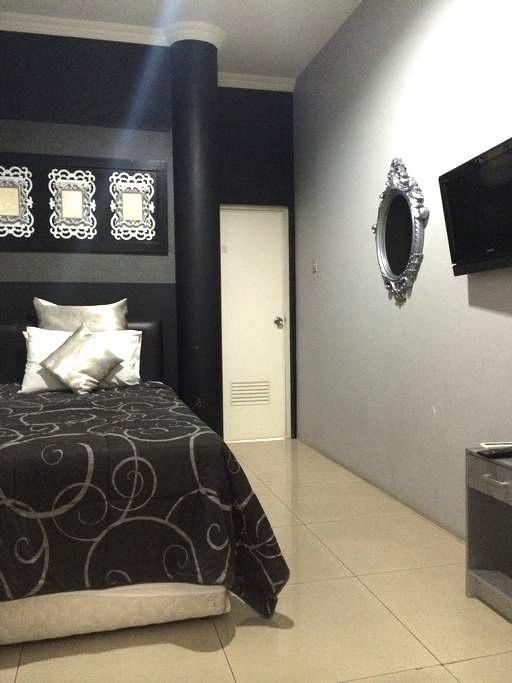 SALE! Near PVJ, Comfy & Cozy Deluxe Room(TWIN BED) - Sukajadi - Gästehaus