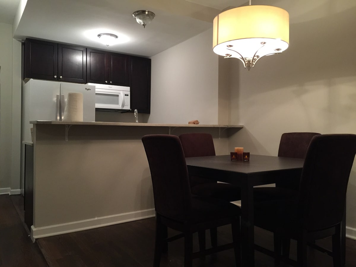 Modern 2 bed Minutes to Downtown