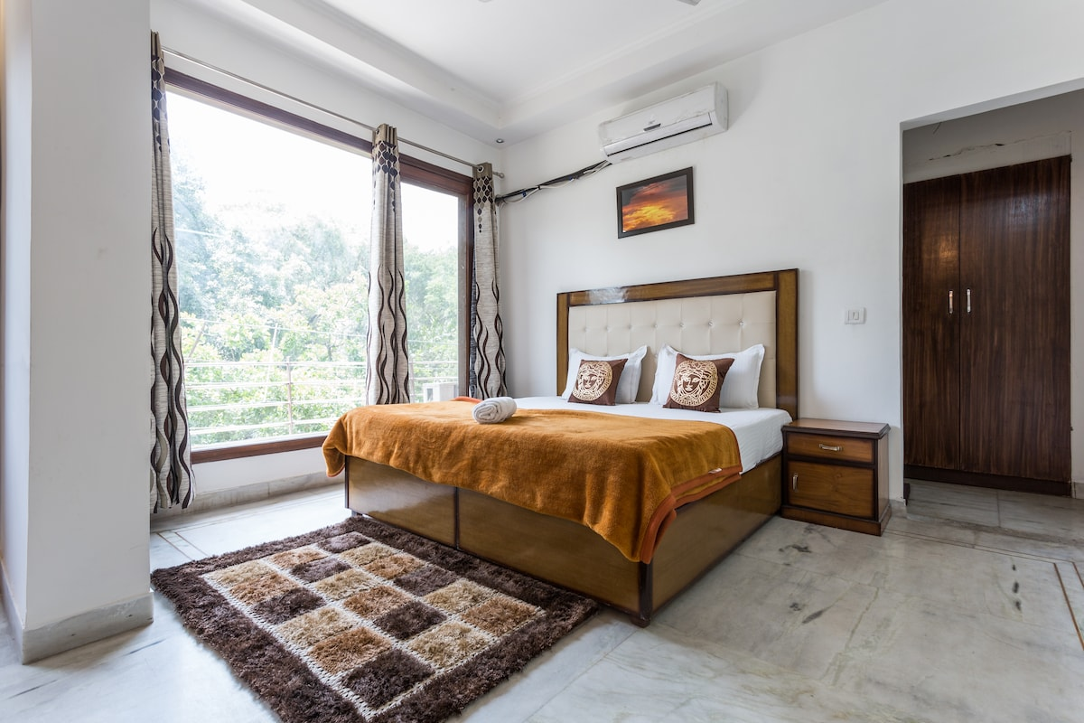 1 BR Apartment in Greater Kailash 2