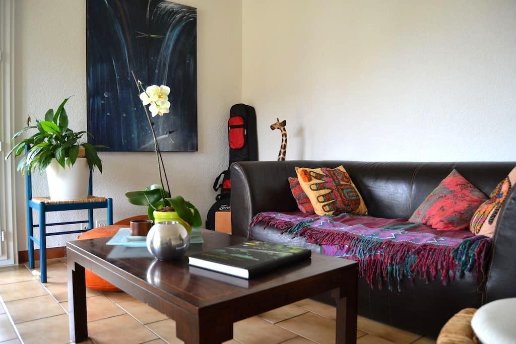 Comfy private room in sunny apart. in Gland - Gland - Huoneisto