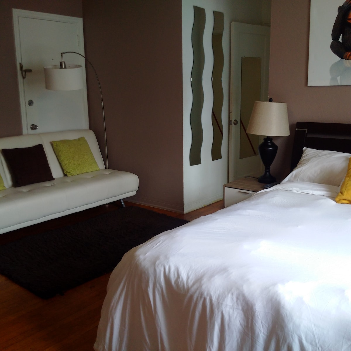 Large condo sleeps 8! 2 bed/2 bath