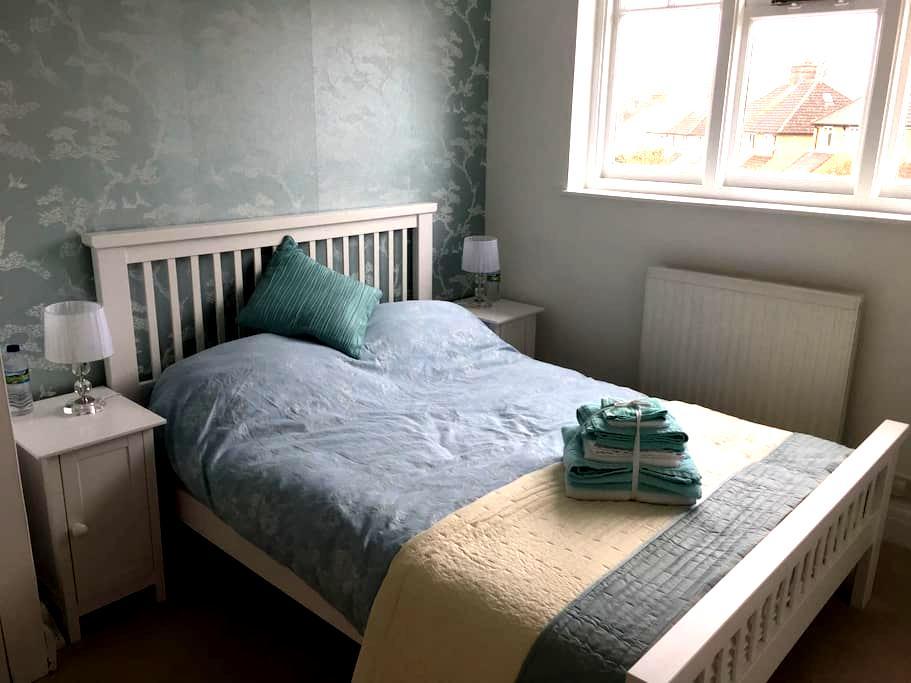 Cosy double room, central Watford. - Watford - Casa