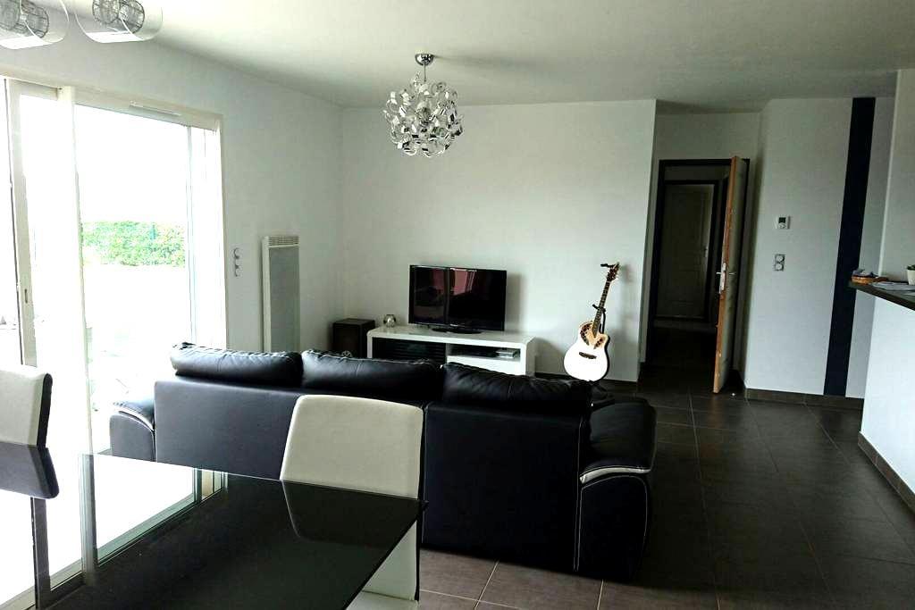 Maison moderne avec jaccuzzi - Orleix - House