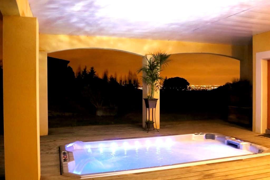 Gîte de rêve: terrasse,vue,piscine,jacuzzi XXL - Vieille-Toulouse