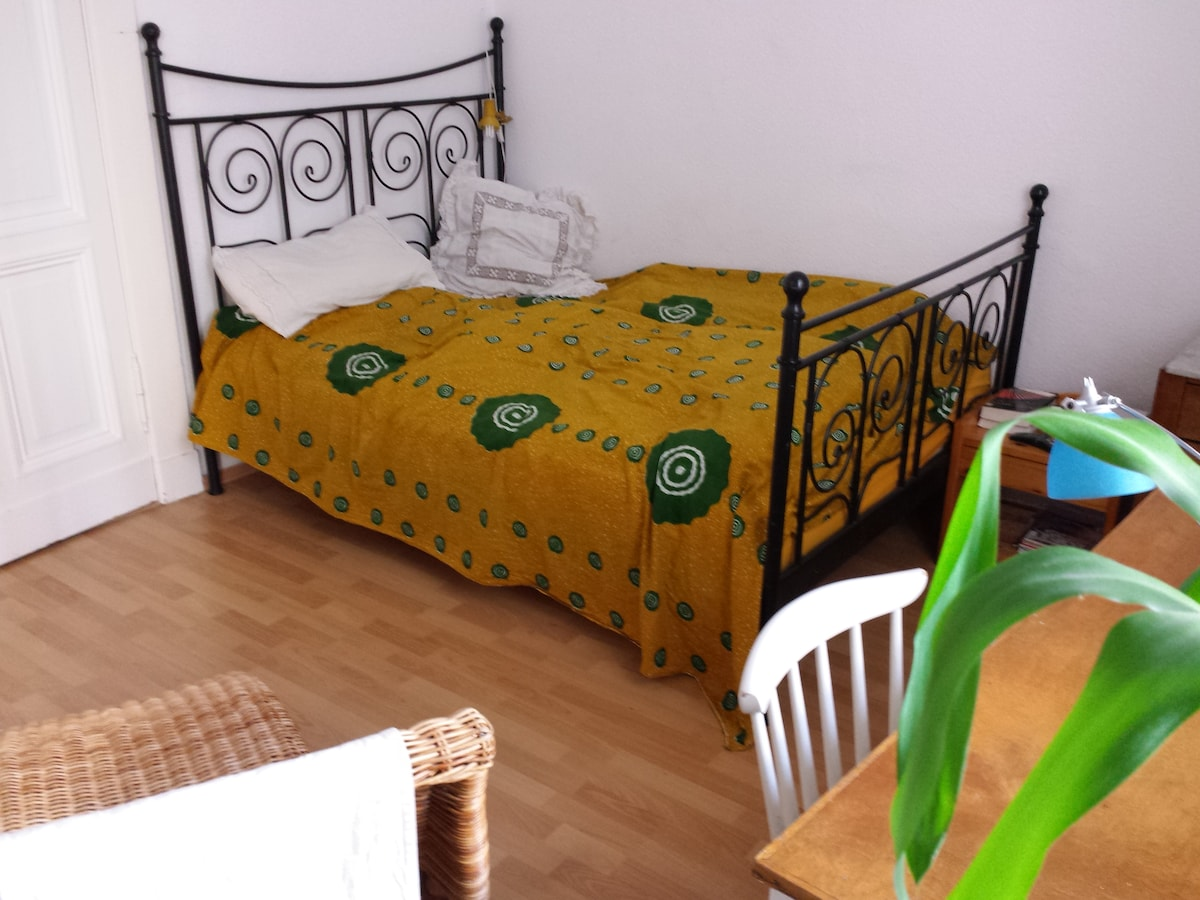 Splendid sunny room near center