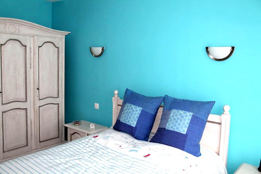 Chambre privée au rez de chaussée - Beauvais - Bed & Breakfast