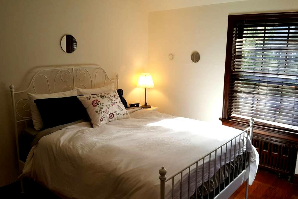 Comfortable Beds in a Convenient Location - University City - Rumah