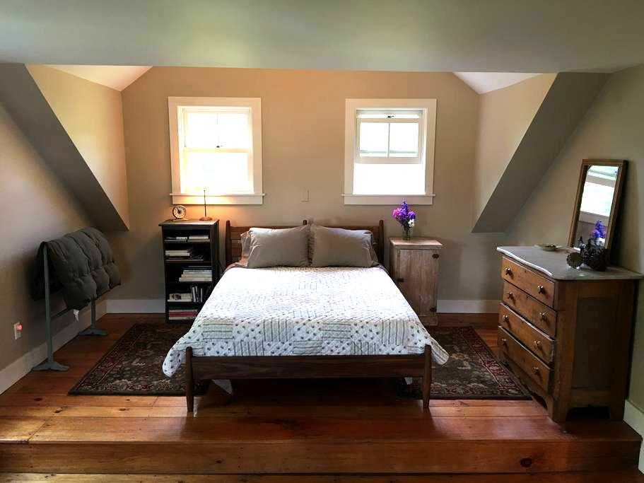 Restored Farmhouse in Bucolic Setting - Duxbury - Casa