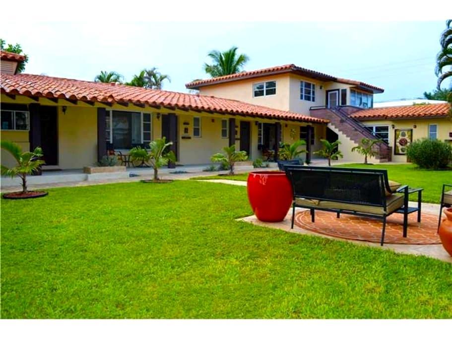 Villa #1- Beautiful studio with 2 Queen Beds - Fort Lauderdale - Villa
