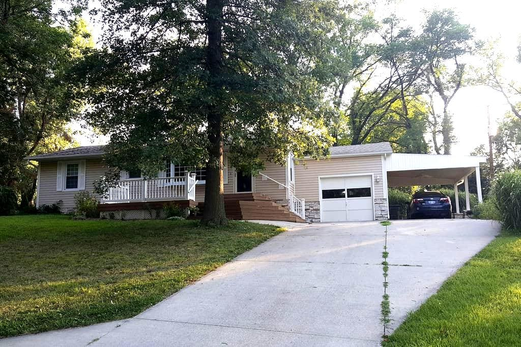 Private BR in Country Club Heights - Emporia - Huis