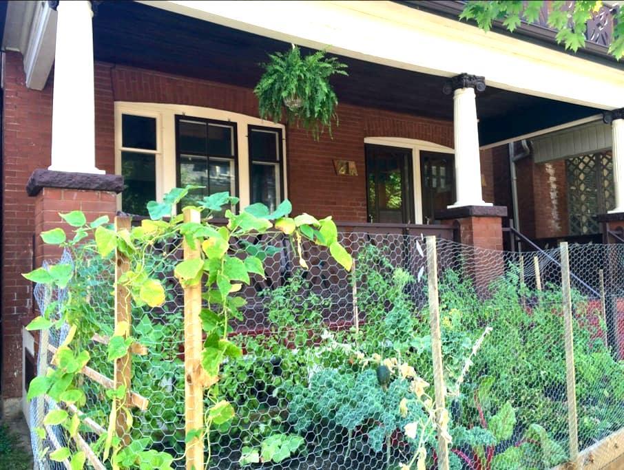 Vintage Apartment in Century Home Near Downtown - Hamilton - Talo