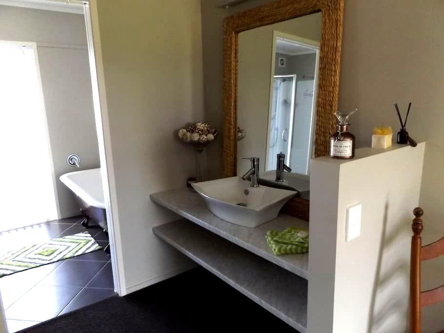 one boutique bedroom plus onsuite - Whitianga - House