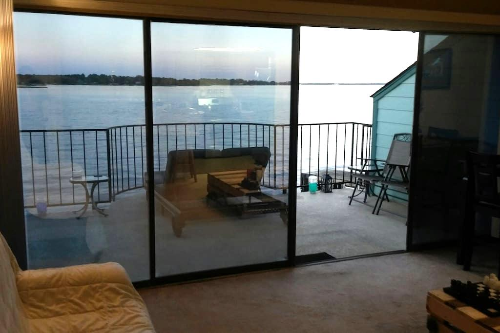 Breathtaking Sunrise Lakefront View - 1BR/1B - Willis