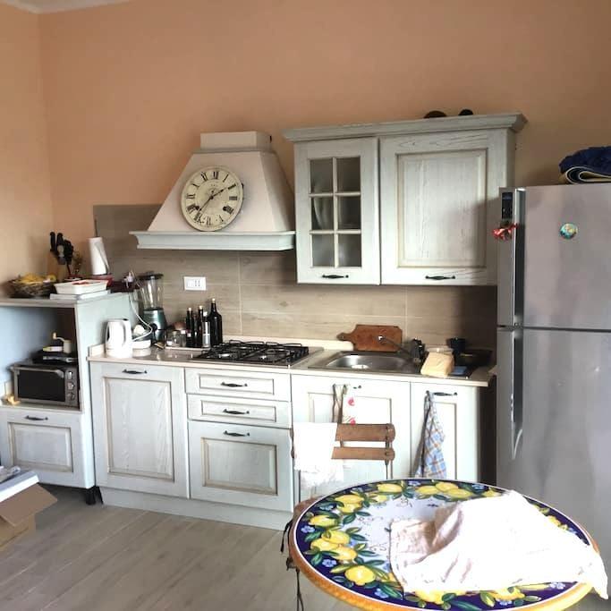 In alloggio zona residenziale Arma - Taggia - ที่พักพร้อมอาหารเช้า
