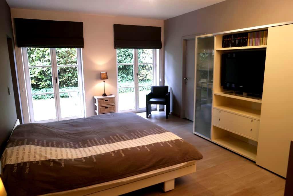 Cosy room with private bathroom in Kortrijk area - Kuurne - Villa