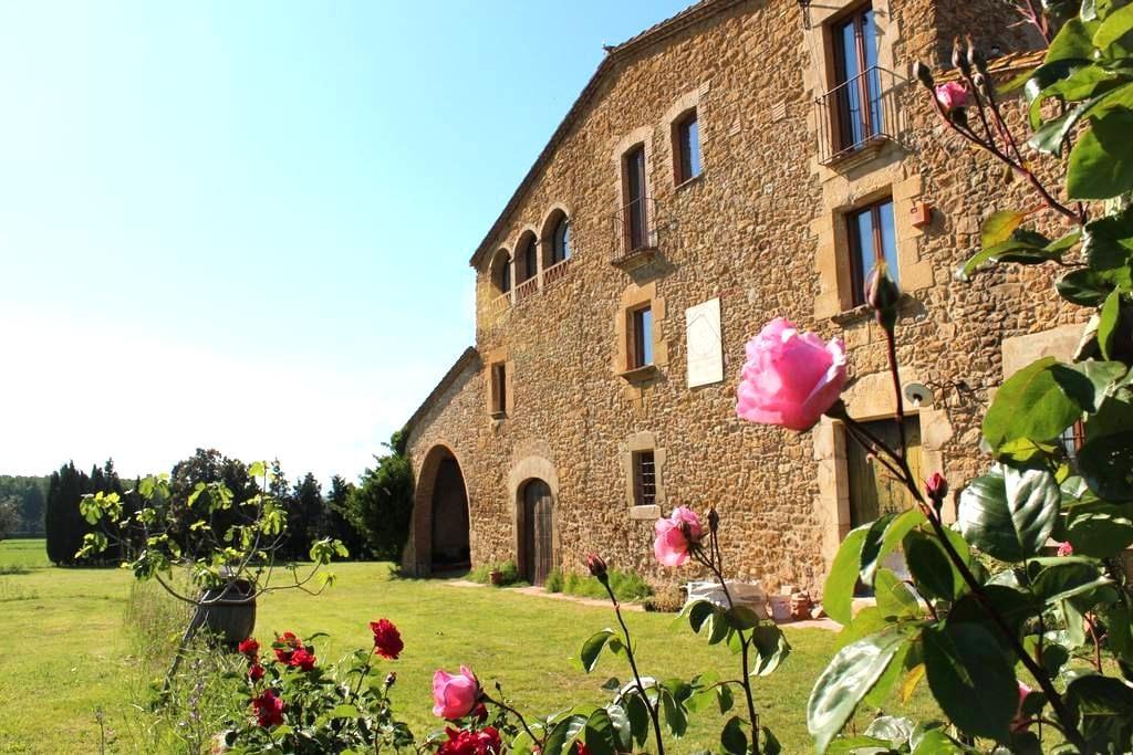 Mas Empordà, a coutry holiday house - Castell d'Empordà