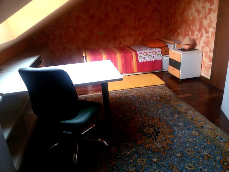 Camera in villa 10 min RHO-FIERA-MI - Arese - Bed & Breakfast