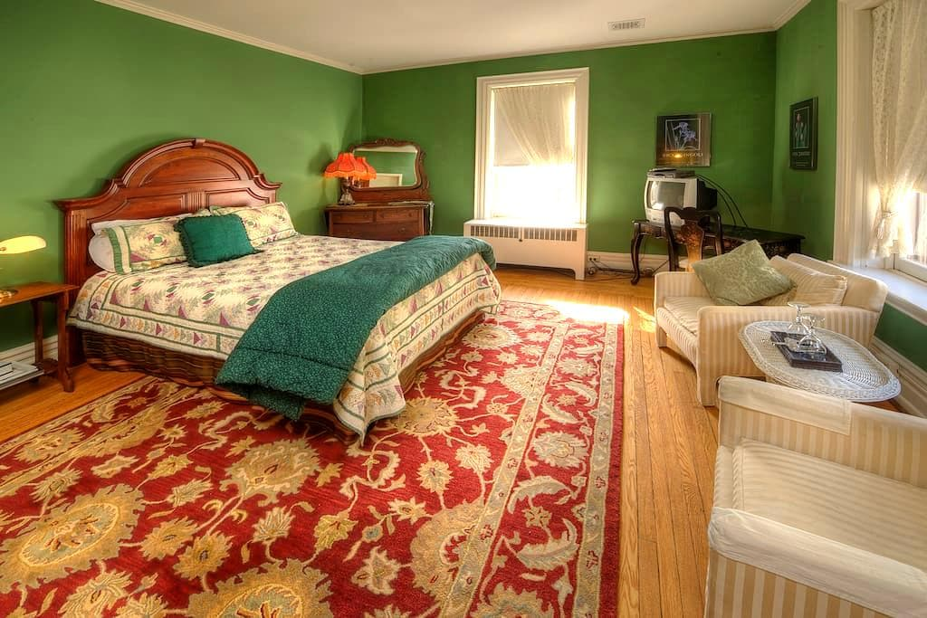 Historic Bed and Breakfast - Green Room - Williamsport