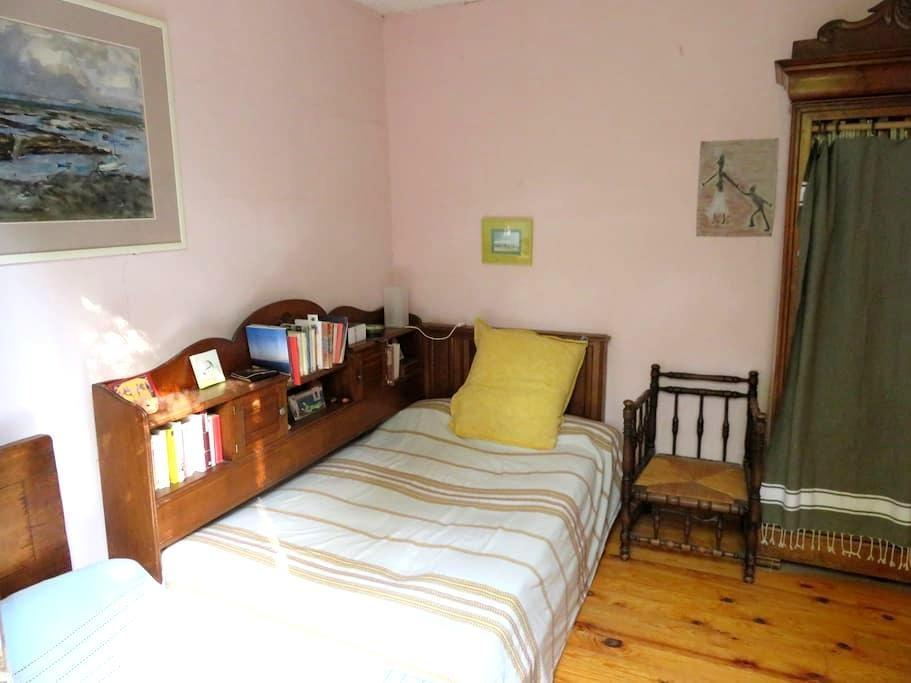 Chambre dans maison de village - Flaux - Casa de camp
