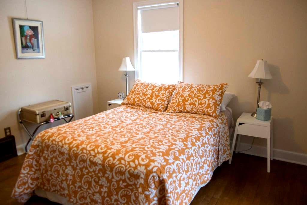 Cozy Guest Bedroom on Doty Island - Neenah