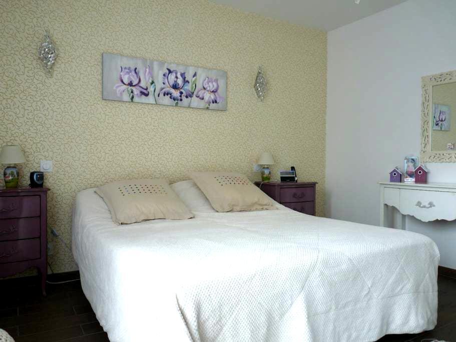 Confortable chambre à la cime des arbres - Gazeran - Hus