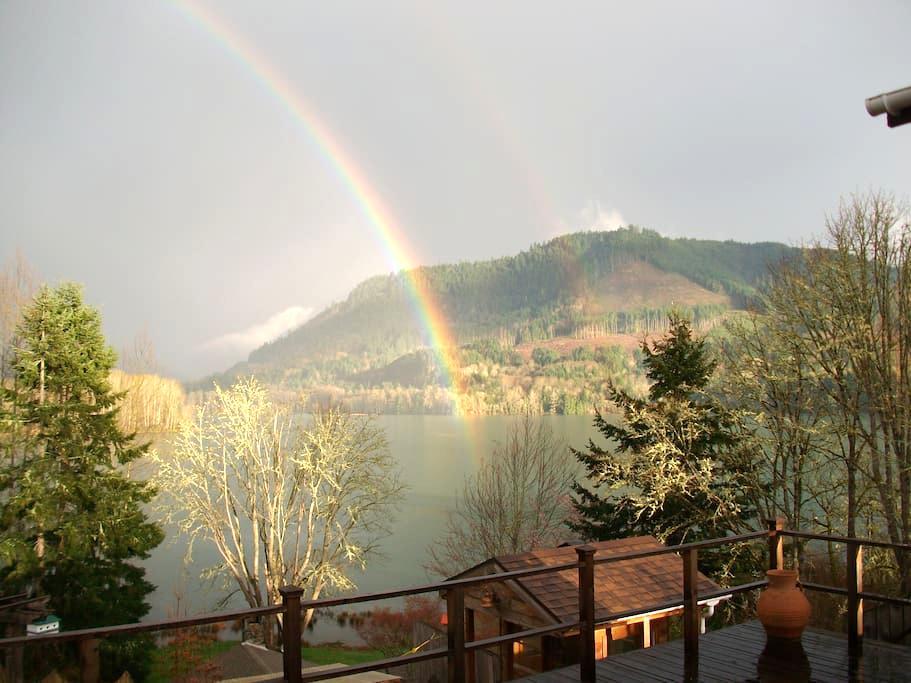 Near Eugene Overlooking Lake (NEOL) - Lowell - Bed & Breakfast