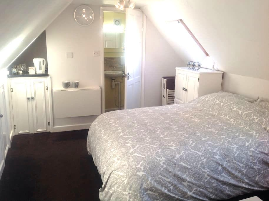 Studio Flat - on Cotswold Way - King's Stanley