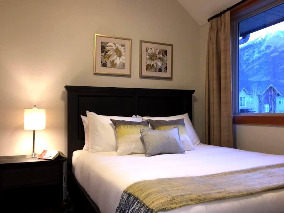 Getaway and Grill ! 2BR/2BA - Canmore - Leilighet