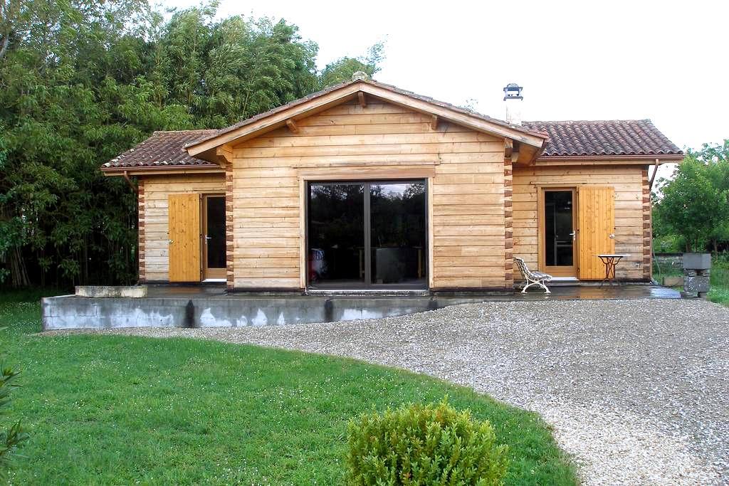 Maison en bois au fond du jardin - Mansle