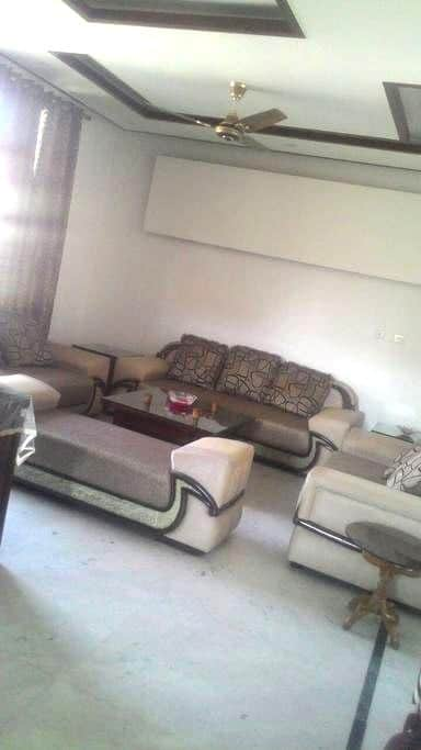 Cozy Bedroom in a modern 3BHK Apartment - Panchkula - Byt