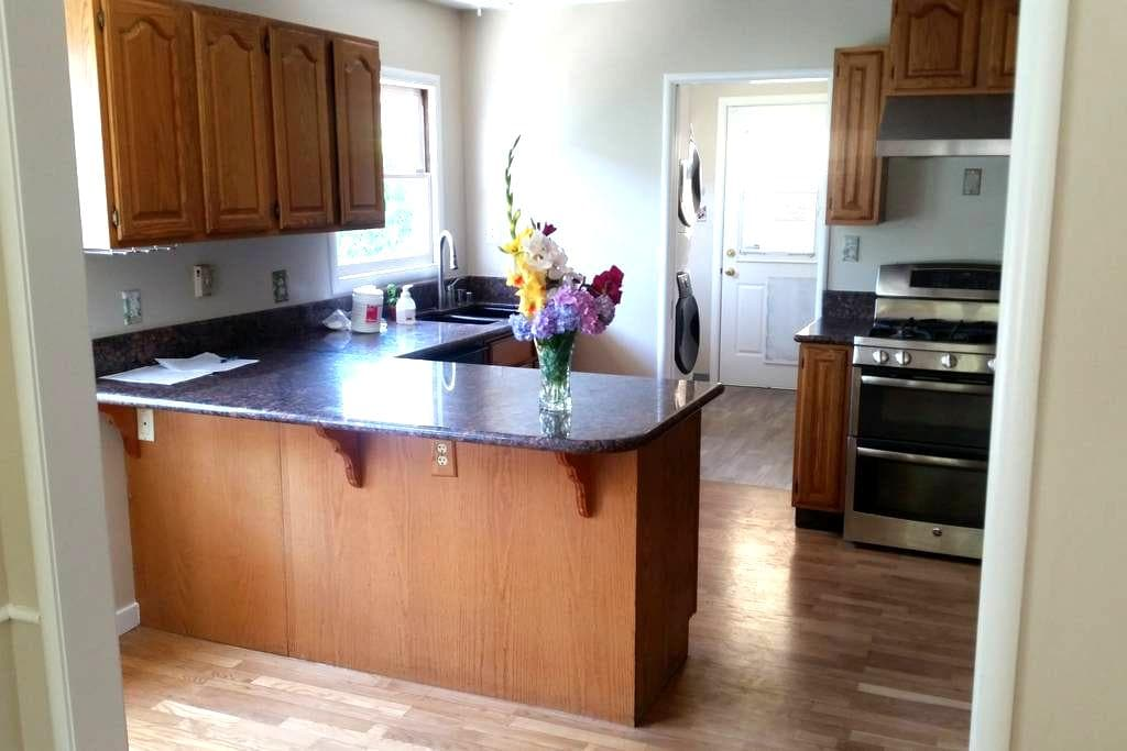 Shared Room in Pleasant House - Redwood City - Rumah