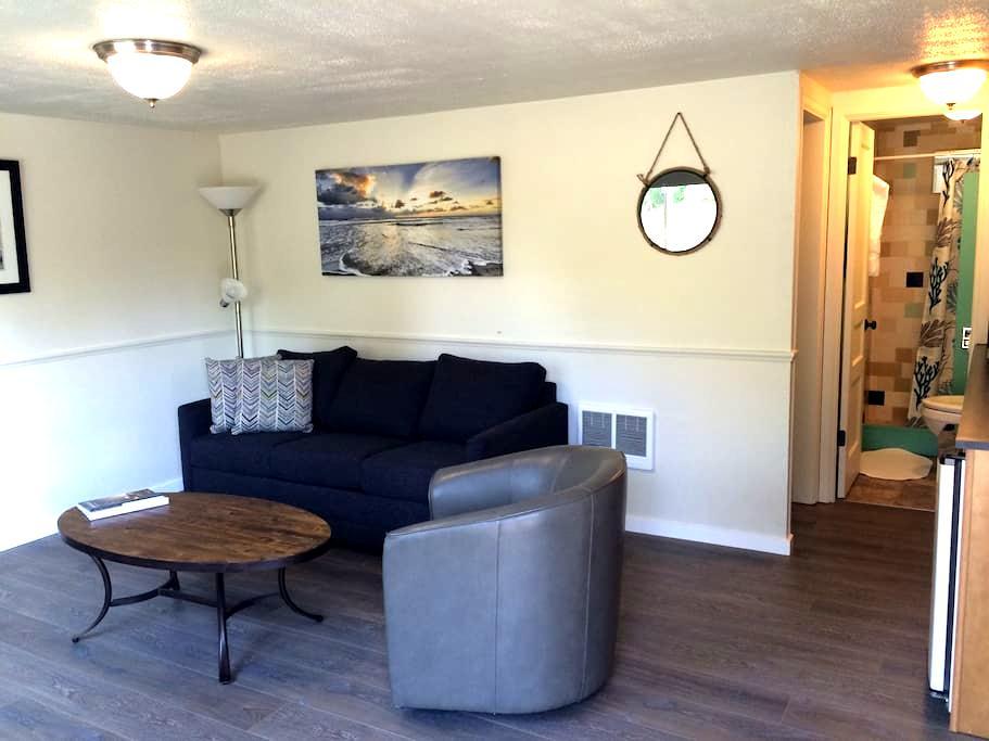 Netarts Surf Inn # 7 - Tillamook - Condominium